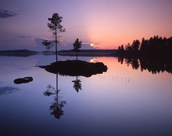 Озеро Энгозеро. Просторы Северной Карелии. Снято во время белых ночей.  Автор: Иван Дементиевский