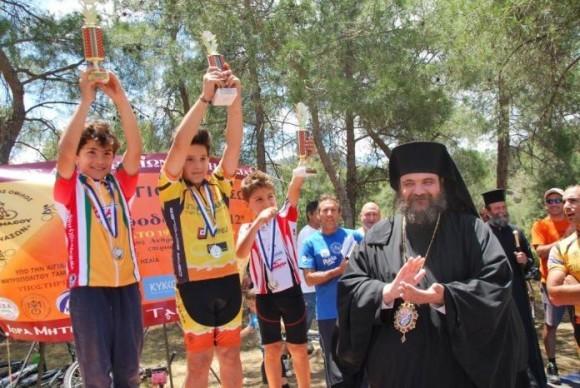Во время церемонии награждения победителей митрополит поздравил всех детей и подростков, которые приняли участие в Играх
