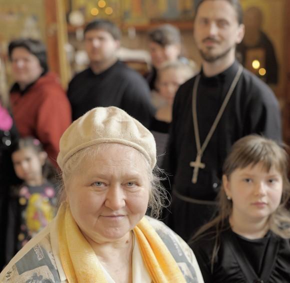 Матушка Елена Амбарцумова со своими детьми и внуками