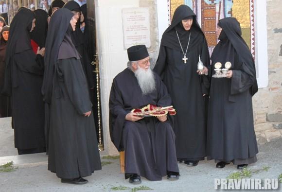 В ожидании Патриарха Кирилла в женском монастыре святого Ираклидия