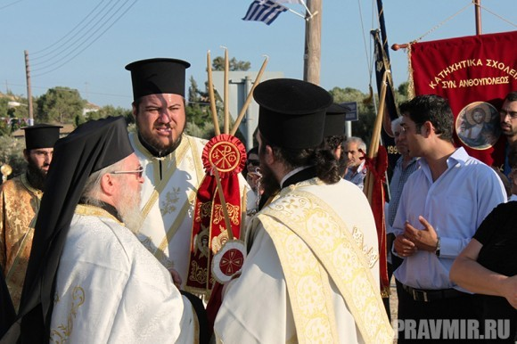 В Ожидании Патриарха Кирилла около монастыря св. Ираклидия
