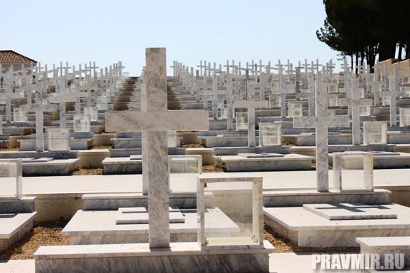 Мемориальное кладбище, где похоронено 499 греков-киприотов, погибших в освободительном движении за независимость острова от Турции в 1964-1974гг.