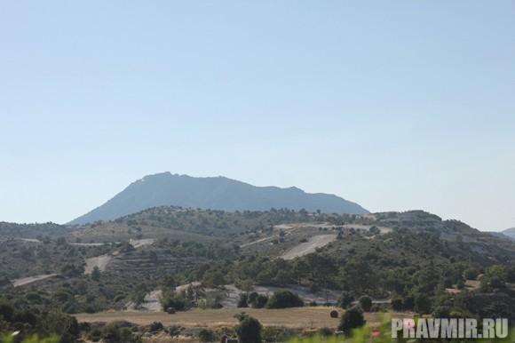 На горе располагается один из древнейших монастырей острова