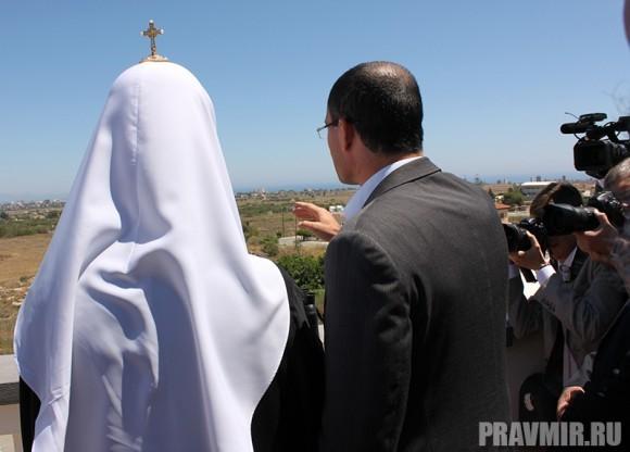 Патриарху Кириллу показывают на город-призрак Фамагусту