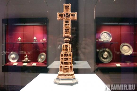 Деревянный крест ручной работы