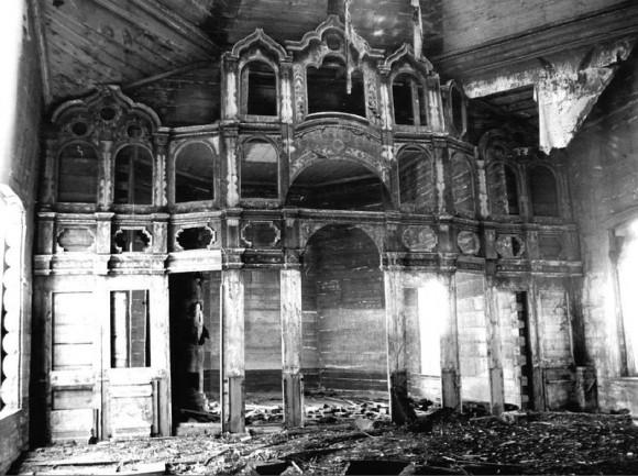 Алтарь Никольского храма с. Озёрки, места последнего служения о. Александра, фото В.Перфильева, 1976 г.