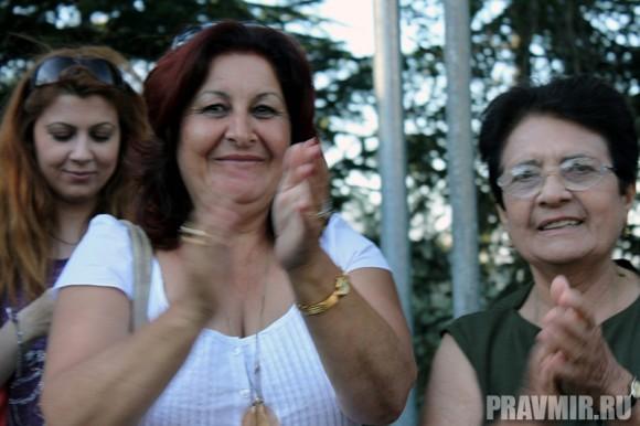 Жители Кипра встречают первоиерарха Русской Церкви аплодисментами