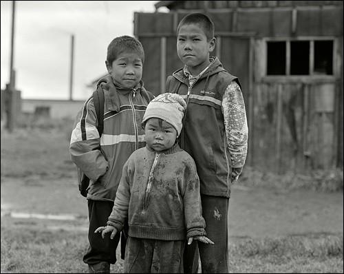 Три товарища. Поселок Лорино, Чукотка
