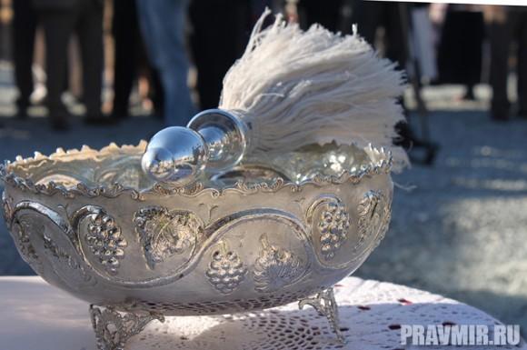 Через несколько минут начнется освящение закладного камня русского храма на Кипре