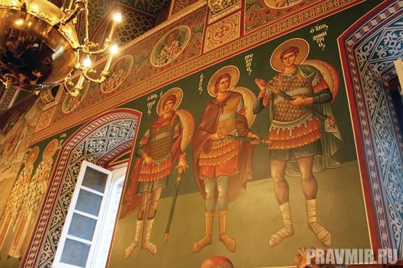 Роспись в обители делалась и русскими мастерами по благословению тогда еще митрополита Кирилла