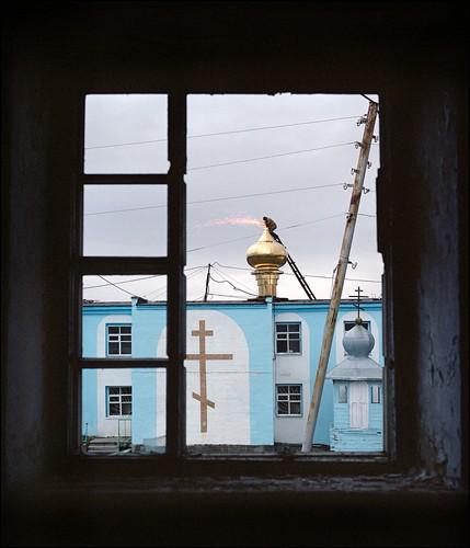 Из окна нежилого дома. Поселок Угольные копи, Чукотка