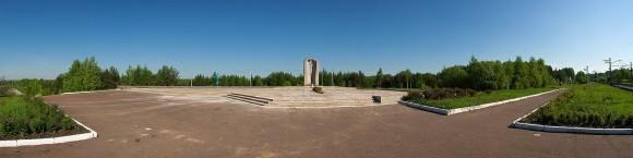 Обелиск на 1710-м километре. Автор Салават Фидаев. Фото с сайта panoramio.com