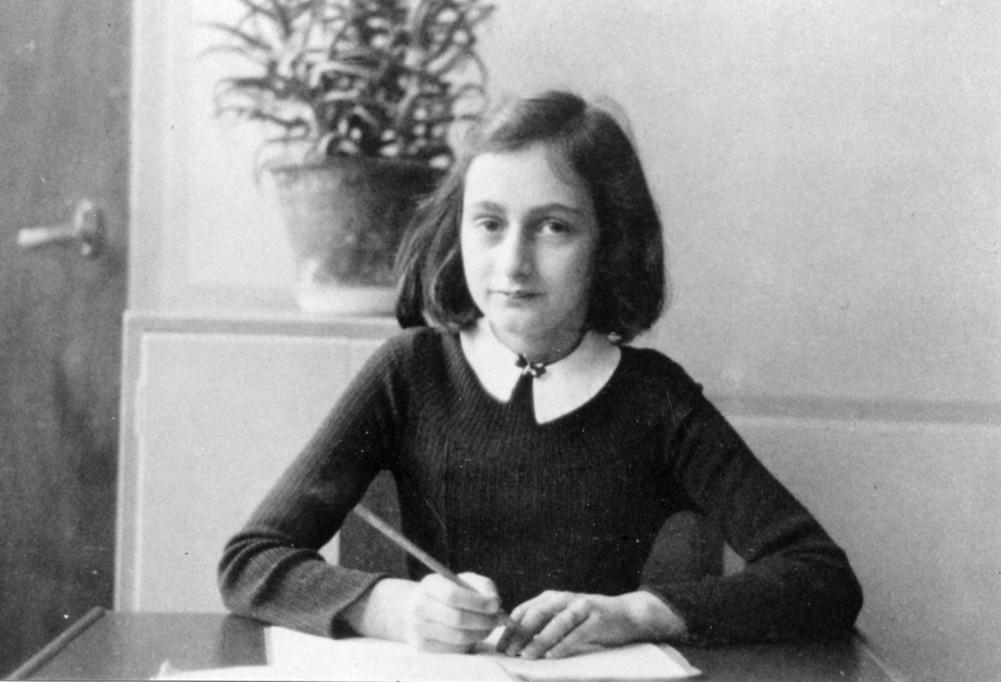 """5cdd5c32fac5a """"Очень надеюсь, что смогу тебе все доверить так, как не доверяла еще  никому, а от тебя жду помощи и поддержки"""" – написала Анна. Она умерла в  1945, ..."""