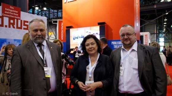 Г.М. Гупало, директор магазина «Москва» М.Н. Каменева и главный редактор газеты «Книжное обозрение» А. Набоков.