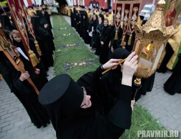 Мощи святого Лазаря Четверодневного в России. Фото Владимира Ходакова (7)