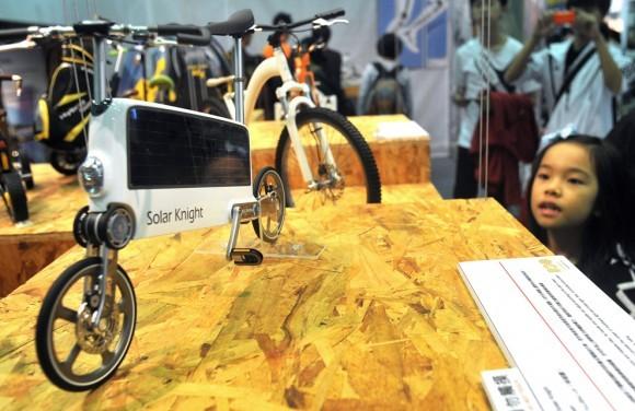 Модель велосипеда на солнечной батарее. Китай, 2011 год