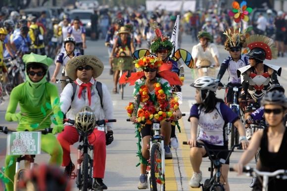 Костюмированный велопробег в защиту окружающей среды. Филиппины, 2011 год