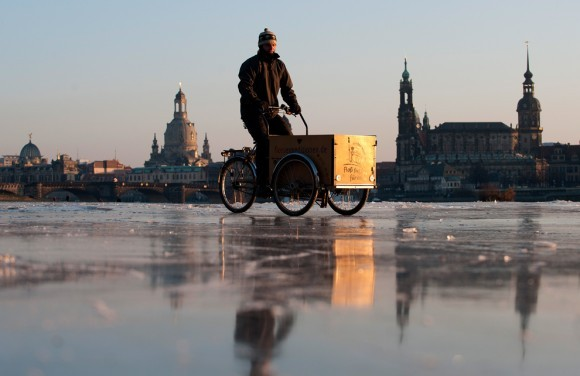 Через замерзшую Эльбу - на велосипеде! Дрезден, 2012 год