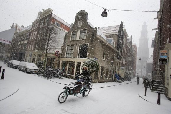 На велосипеде в лютый мороз. Амстердам, 2012 год