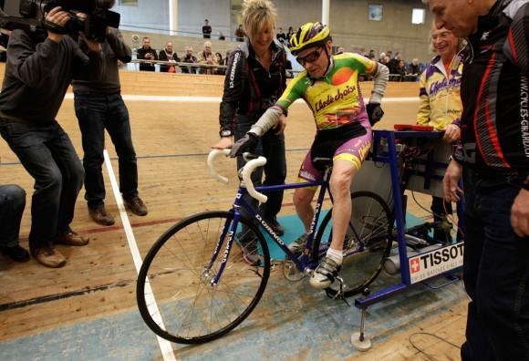 Столетний велосипедист. Швейцария, 2012 год