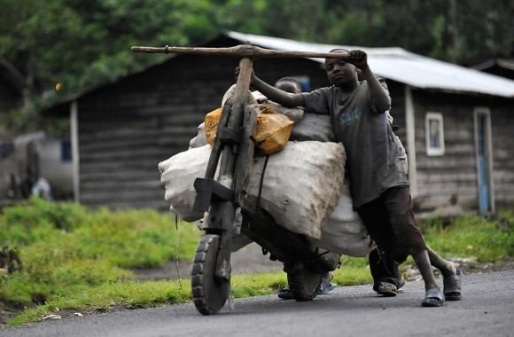 Конголезский деревянный велосипед