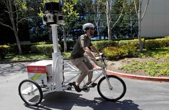 Инженер-механик Дэниел Ратнер помогает создавать карты Google