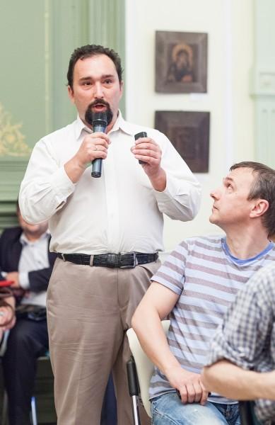 Кирилл Фролов задает длинный вопрос