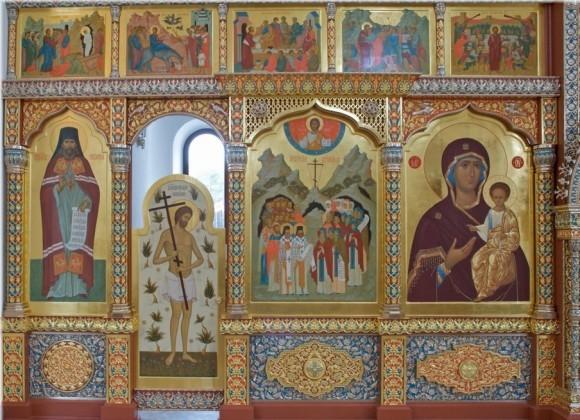 Икона Катынских новомучеников (справа от северных врат)