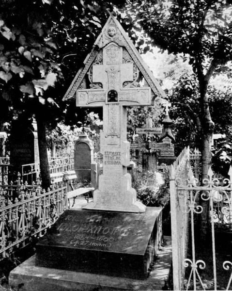 Могила литературного критика Юрия Николаевича Говорухи-Отрока (1853-1896), памятник по проекту Виктора Васнецова
