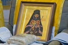 Кресло святителя Иоанна Шанхайского: Идолопоклонство или необычная форма почитания святого?