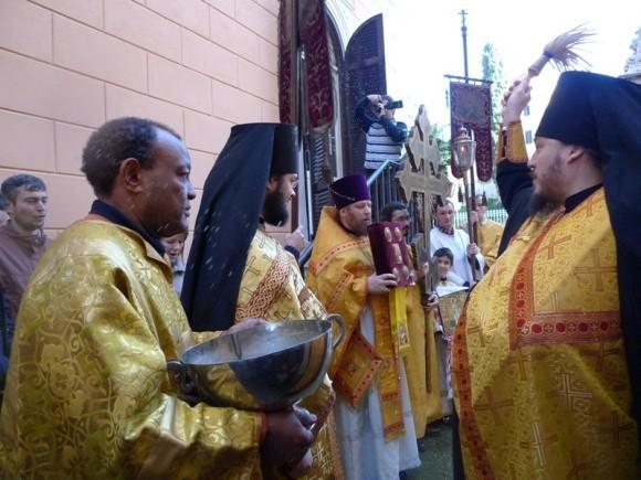 Праздничный крестный ход на «Николу зимнего» в Никольском храме в Риме