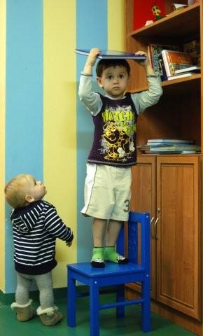 Ярослав и Коля в библиотеке