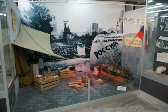 """Историко-мемориальный музей """"Пресня"""". Баррикады 1991 года. Фото: autotravel.ru"""