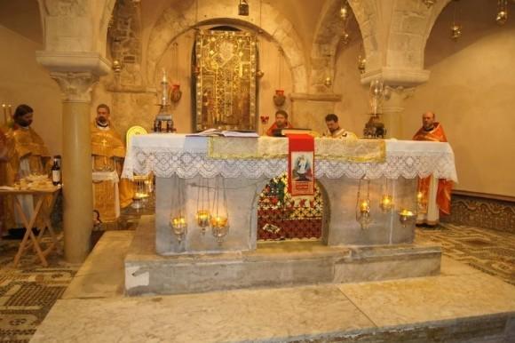 Литургия на мощах святителя Николая Чудотворца в Бари