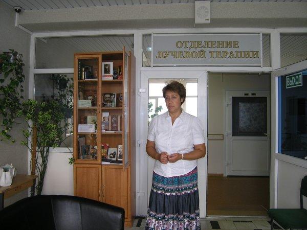 Библиотечный шкаф в отделении лучевой терапии