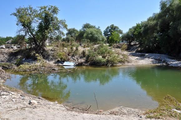 Река Баканка, русло не чистилось ни до, ни после наводнения 2002 г.