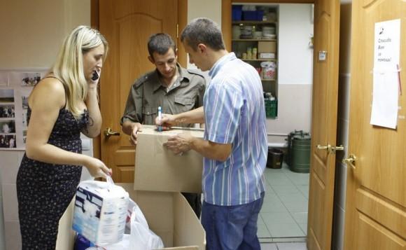Сбор помощи и доктора Лизы. Фото Владимира Ходакова (5)
