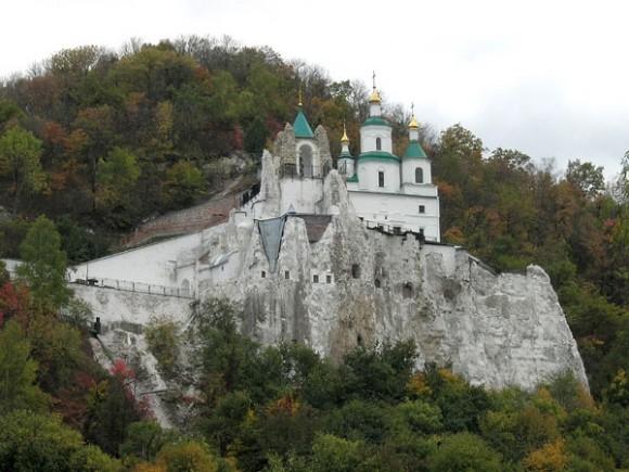 Меловые пещеры с храмом свт. Николая