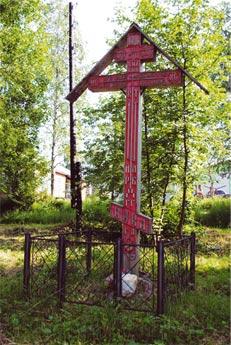 Крест в городском парке Мезени