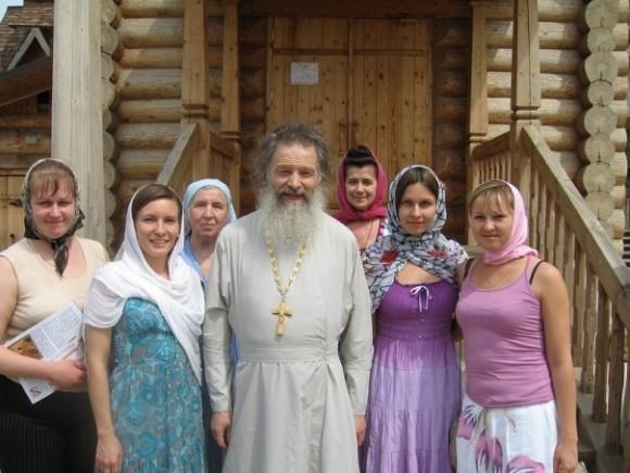 Клуб во имя святых Петра и Февронии в Путинках