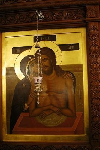 Икона «Не рыдай Мене Мати». Иконостас нижнего храма в Бутово посвящен теме страданий и воскресения Христа
