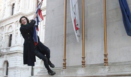 Чарли Гилмор попал в тюрьму за оскорбление флага Великобритании. Фото: novostey.com