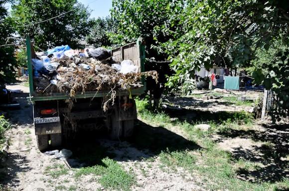 Несмотря на активную работу МЧС по состоянию на 20.07, мусор вывозится и на частном транспорте