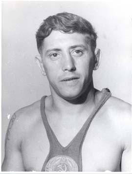 Яков Пункин. Советский борец классического стиля. В первые же дни войны попал в плен. До лета 1942 года находился в лагере для военнопленных Фуллен на северо-западе Германии.