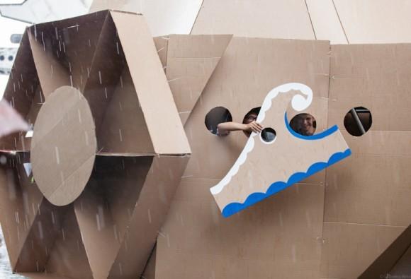 Плавание под дождем - на картонном корабле