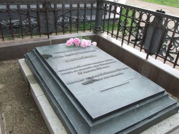 Современный вид могилы Багратиона в Бородине.