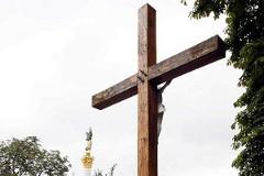 Священники об угрозе FEMEN «пилить кресты» – ОПРОС