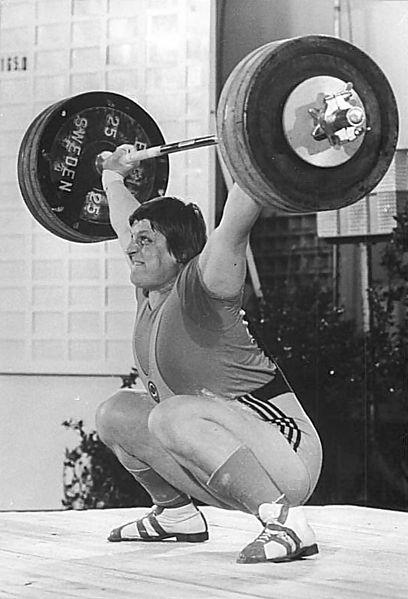Леонид Тарасенко. Обладатель 19 мировых рекордов, причем два из них — 266 кг в толчке и 475 кг в двоеборье — остаются непревзойденными и сегодня.