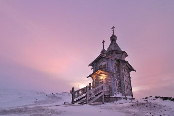 Пасхальное небо над храмом. Антарктида