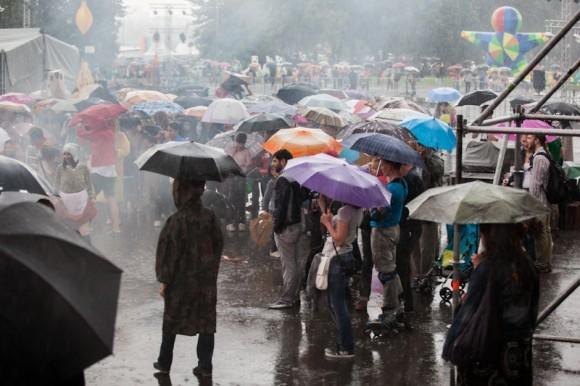 Зрителей для такой погоды - не просто много, а очень много!